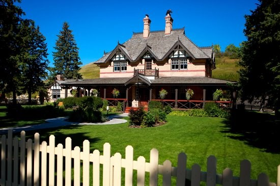 Bow Valley Ranche Resort Artisan Gardens