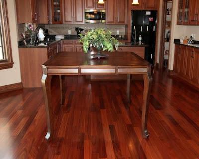 Sàn gỗ tự nhiên nào có thể ngâm nước cách thoải mái