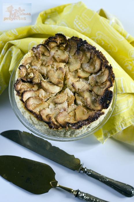 foto en cenital de la tarta de manzana y queso