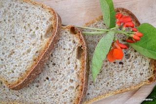 Fasolowy chleb z fasolą (a raczej jej kwiatkiem)