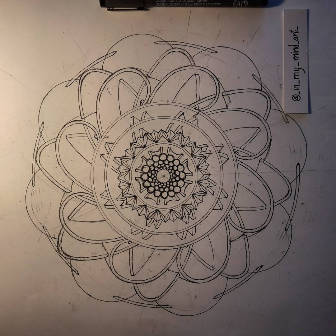 01-in-my-mind-art-Complex-Geometric-shapes-in-Ink-Stippling-Drawings-www-designstack-co