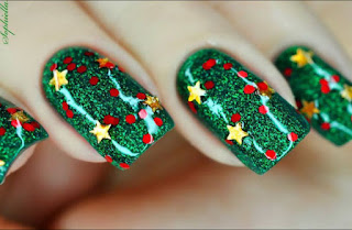 Christmas Tree Nail Art With Interesting Application