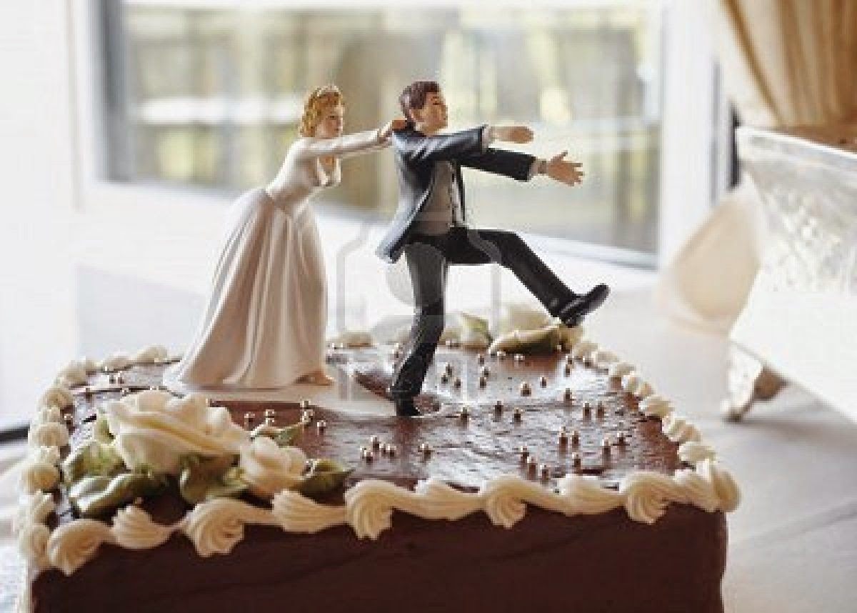 Crown Your Wedding Cake In Style