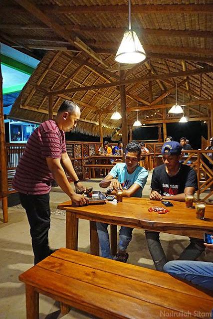 Kopi instan menjadi pilihan para pengunjung