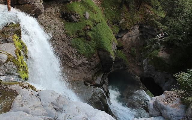 Cascadas de las Cuevas en el valle de Ordesa