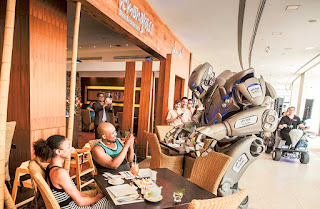 Titan the Robot visits Yas Island