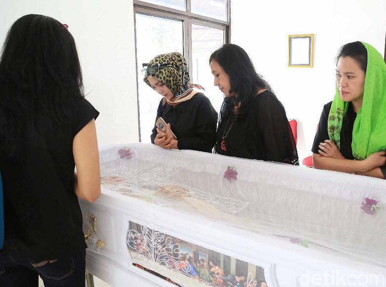 Ayahanda Yana Zein: Saya Tidak Rela Anak Saya Masuk Kristen