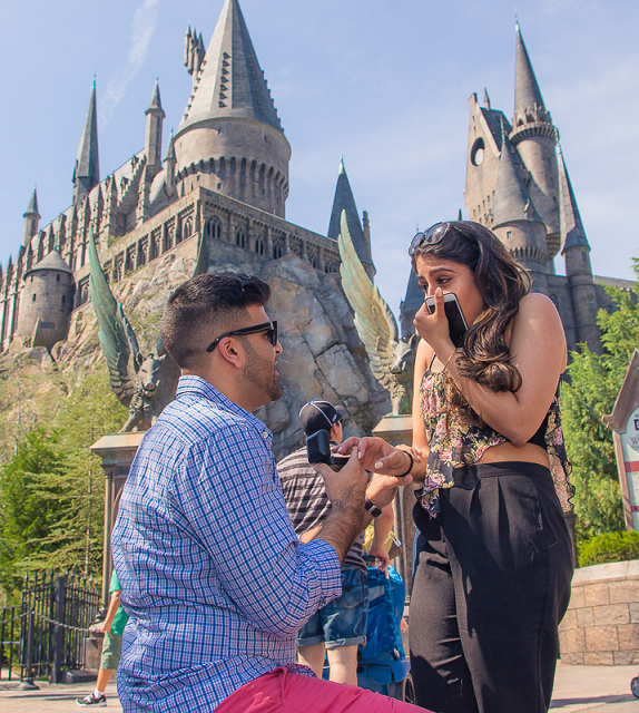 Pedido de casamento no parque do Harry Potter