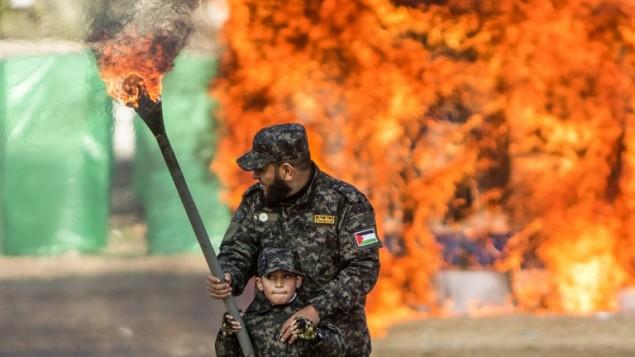 hamas flag israel burning