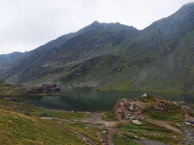 Pochmurne jezioro Balea