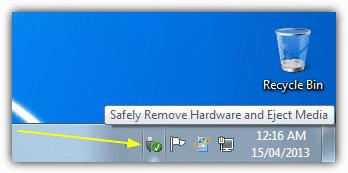 """Langkah ini memang terkesan sepele dan sering dilupakan oleh pengguna. Bahkan, banyak pengguna sendiri yang mengakui bahwa hal ini tidaklah penting. Saat Anda menancapkan hard disk eksternal dan mulai mentransfer data, banyak data yang belum tertulis dengan benar pada piringan hard disk tersebut. Data-data tersebut masih tertinggal di cache memori.  Bila Anda selesai menggunakan hard disk eksternal, selalu pilih opsi """"Safe Remove Hardware"""". Dengan mengklik opsi ini, semua data yang ada pada cache memory akan dihapus sehingga data yang ada pada hard disk tidak akan rusak saat Anda mencabut kabel USB-nya. Opsi ini sangatlah penting. Pada beberapa hard disk eksternal, gagalnya penulisan data dapat menyebabkan Master Boot Record rusak dan menyebabkan hard disk harus di format ulang."""