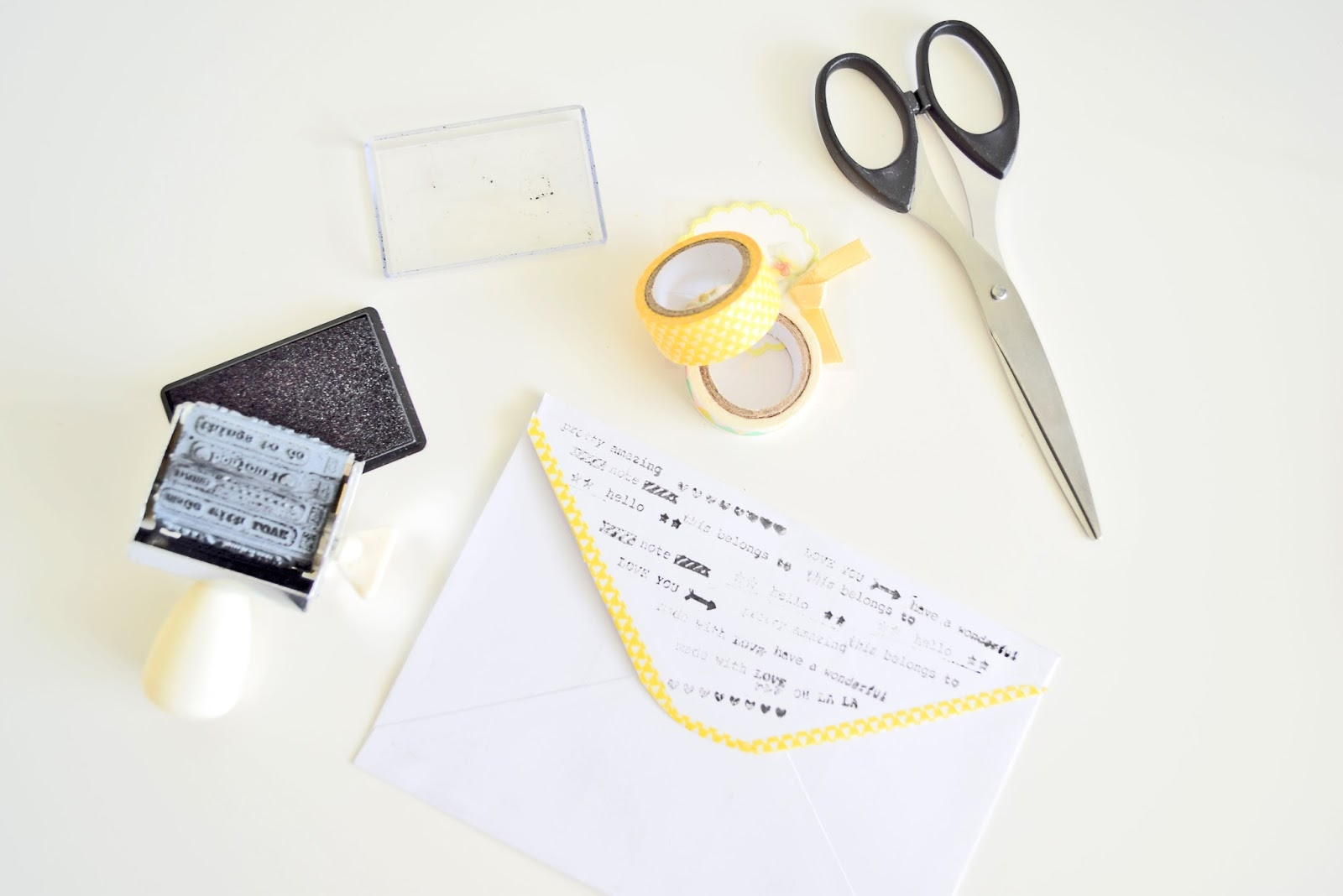 How to quickly decorate an envelope?