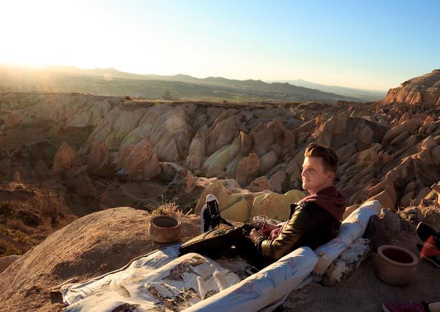 Một cách khác để khám phá Rose Valley là thử cưỡi ngựa lúc hoàng hôn trong vòng 1 đến 2 giờ để ngắm cảnh mặt trời lặn.