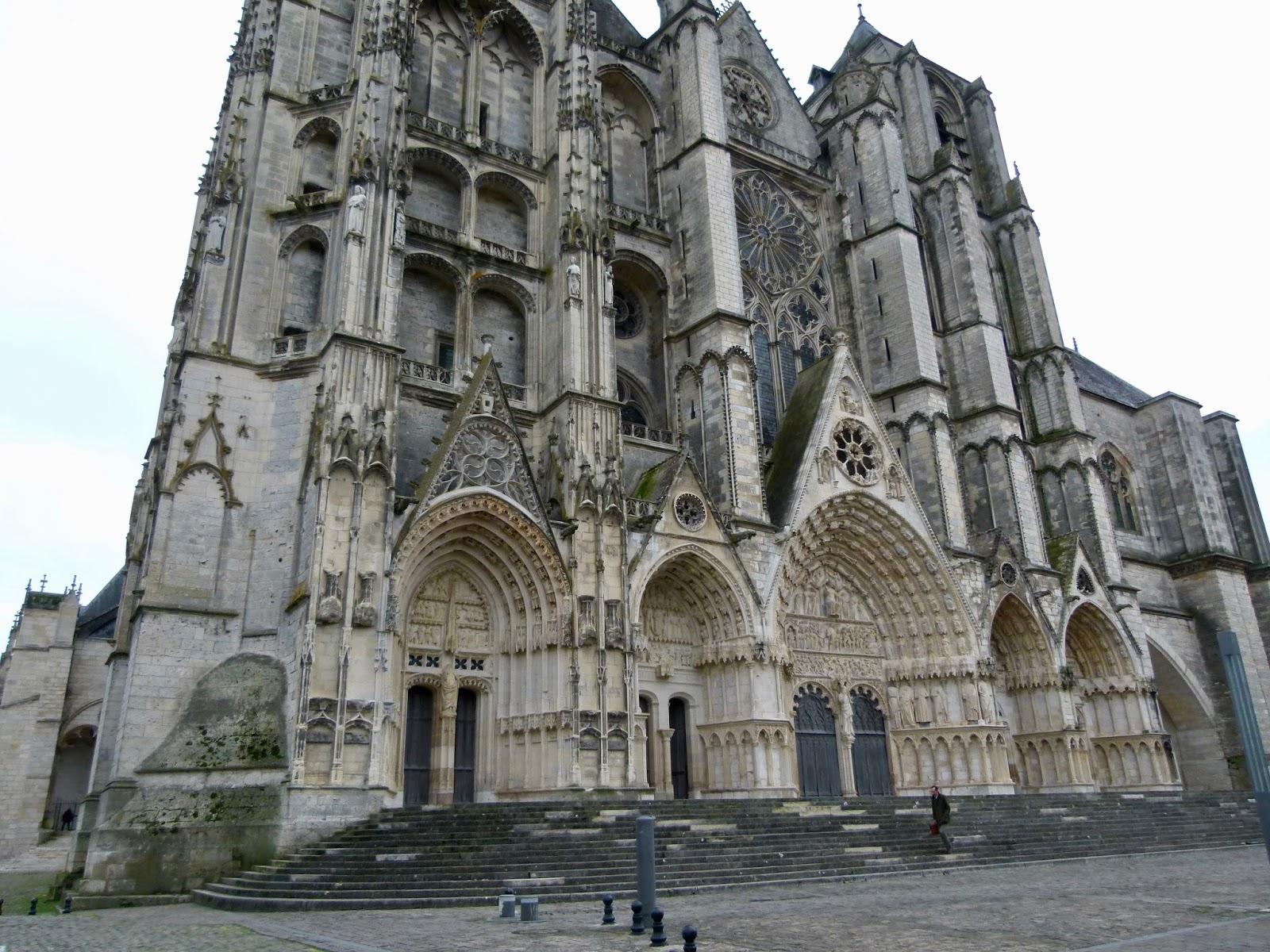 Le retour chez canelle la cathedrale st etienne de bourges - Mobilier de jardin zyke saint etienne ...