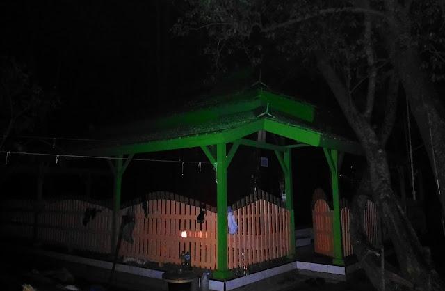 Makam Datuk Lodang di Pulau Seprapat Juwana Pati Jawa Tengah