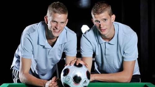 Chân dung 2 anh em nhà Bender khi cùng  thi đấu ở vị  trí tiền vệ trụ