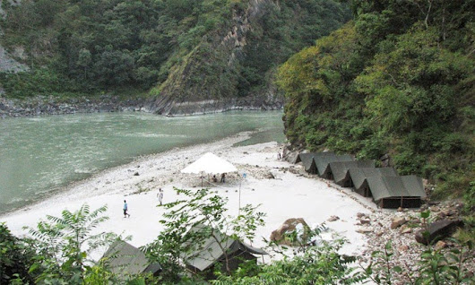 Rishikesh: 1N/2D Stay for 1 Person in a Tent with Meals and Rafting by Great Northern Himalayas