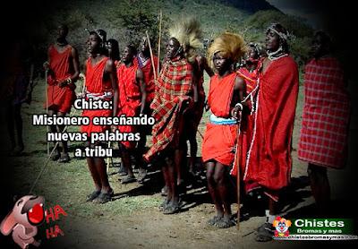 """Un misionero, luego de pasar varios años enseñando a la tribu africana """"Samburu""""cómo cultivar y construir cosas para ser independientes, recibe la noticia de que debe regresar a casa.  Entonces se da cuenta de que durante el tiempo que habia permanecido ahí nunca enseñó a los nativos su idioma, así que pide al jefe que le acompañe."""