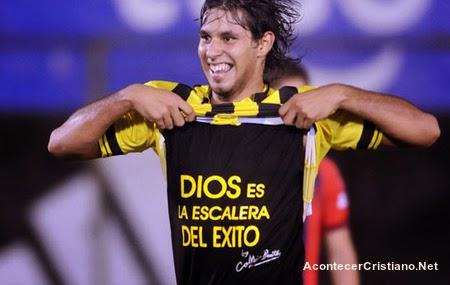 Futbolista cristiano paraguayo Jorge Benítez