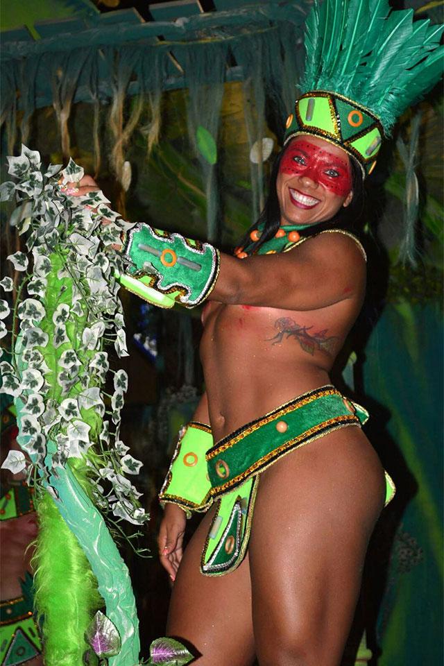 Livia Duarte desfilou de topless na Acadêmicos da Rocinha. Foto: Arquivo pessoal