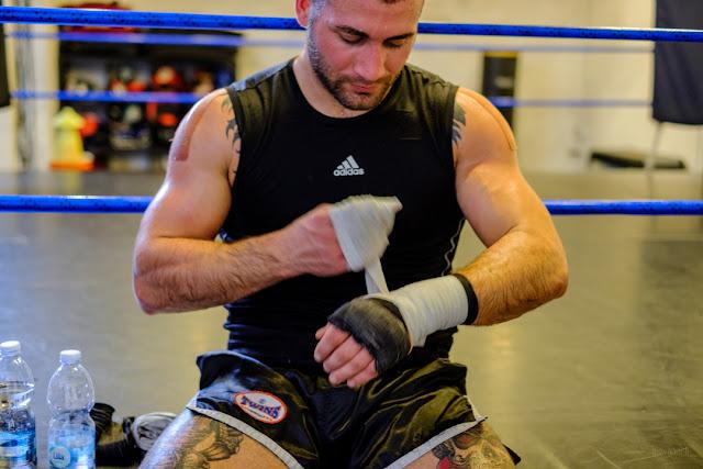 Fotografia di Davide Armanini campione del mondo K1 dopo l'allenamento