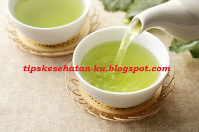 Drinking tea does provide many benefits, one of which is to relieve sore throat.