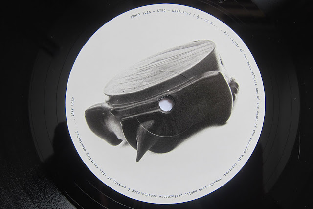 Aphex_Twin-Syro-Detail