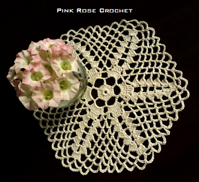 Pink rose crochet centrinho estrela 10 star doilie for 10 roches terrace williamstown