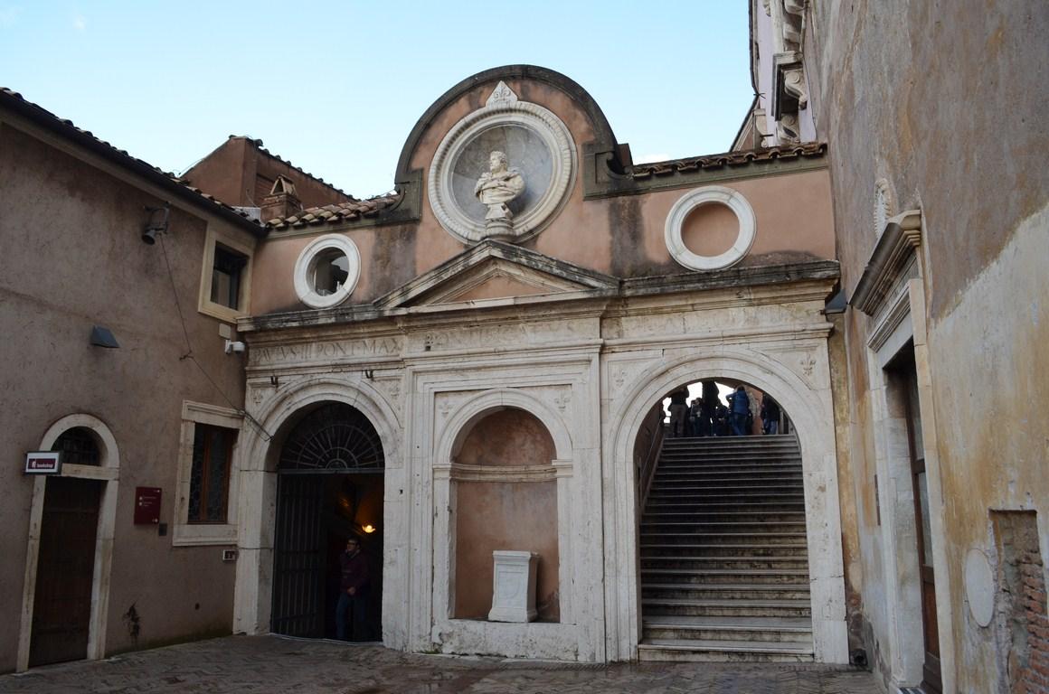I viaggi di raffaella roma gli appartamenti papali di for Cortile circolare