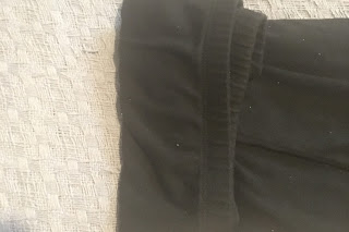 fold the wasteband down at the top of large sized pants to held build a sturdy bottom for folding larger US size pants and legging in the monmari way