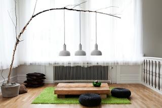 Ruang keluarga lesehan super minimalist