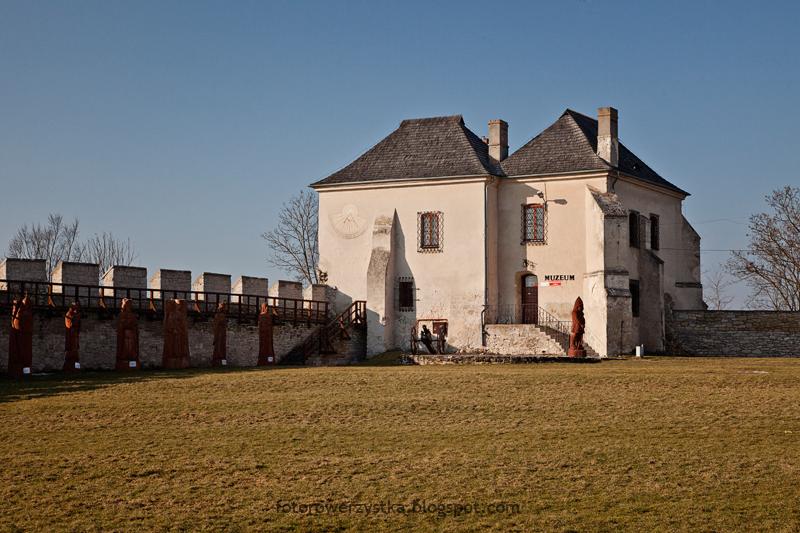 Szydłów, skarbczyk, zamek, mury obronne, świętokrzyskie