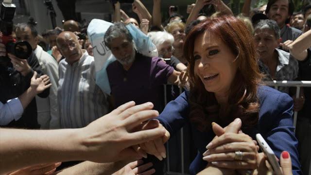 Juez mantiene bloqueada cuenta bancaria de herencia de Kirchner