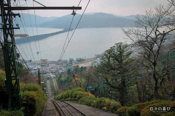 Rail funiculaire et vue sur la baie, parc Kasamatsu, Amanohashidate
