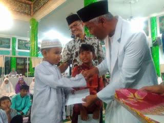 Pengurus Masjid Babussalam Dapat Apresiasi Pemko Padang