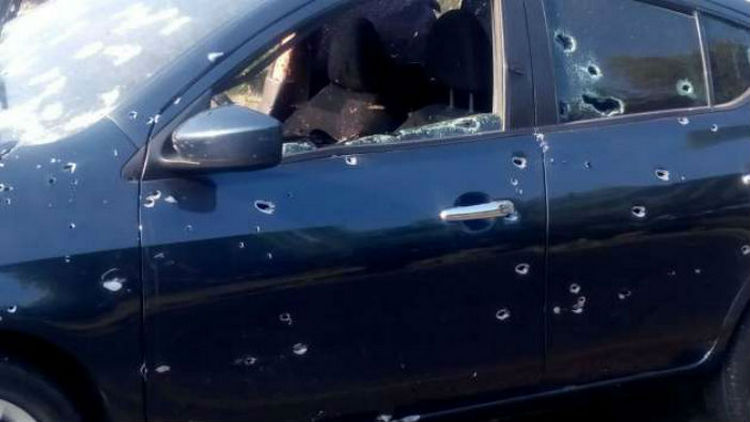 Sicarios emboscan y ejecutan a un policía en carretera de Sinaloa