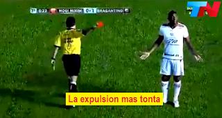 arbitros-futbol-expulsion-tonta