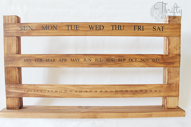 DIY sliding perpetual Calendar. DIY wood calendar. DIY farmhouse decor. DIY calendar