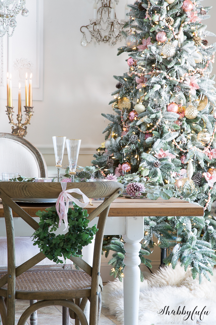 elegant-dining-room-decorated-christmas