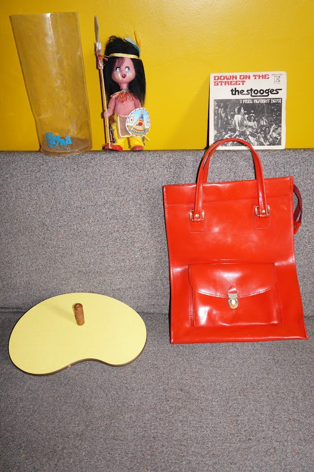 "the stooges down on the street i feel alright 1970s 7"" indian doll layna 70s 60s formica cheese platter 1960s red tote vinyl bag vintage années 60 70"