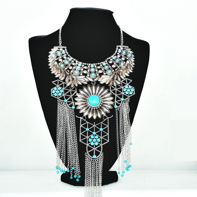 Jelena Zivanovic Instagram @lelazivanovic.Glam fab week.Statement boho necklace with chains and turquoise stones.