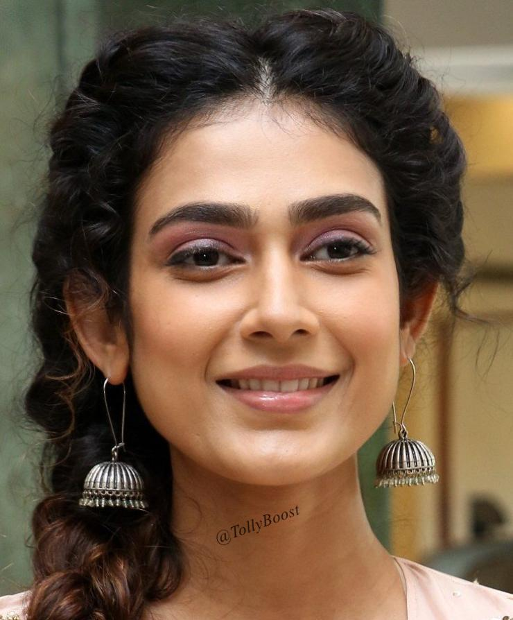 Gorgeous Indian Girl Aakanksha Singh