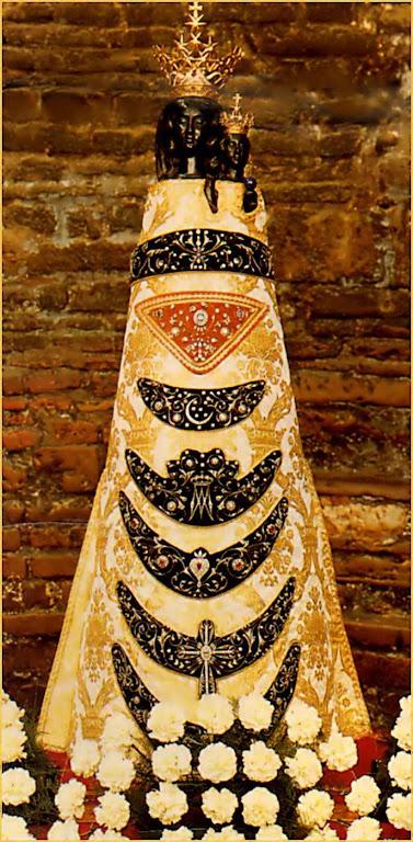 Nossa Senhora de Loreto, imagem venerada na Santa Casa, na Basílica de Loreto, Itália
