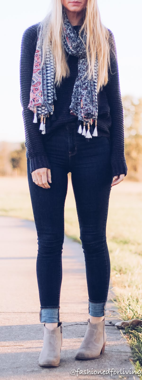 holiday outfit with jeans for women