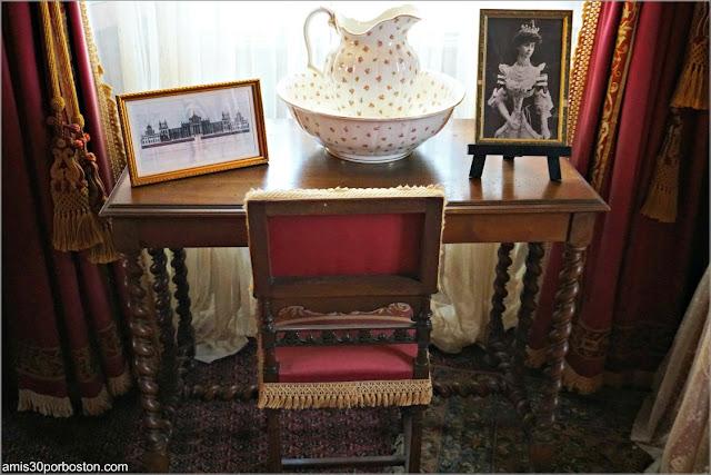 Fotos de Consuelo en su Dormitorio en Marble House, Newport