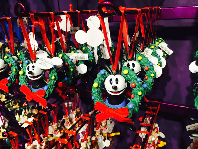 Acessórios de natal do Mickey na Disney's Days of Christmas na Disney Springs Orlando