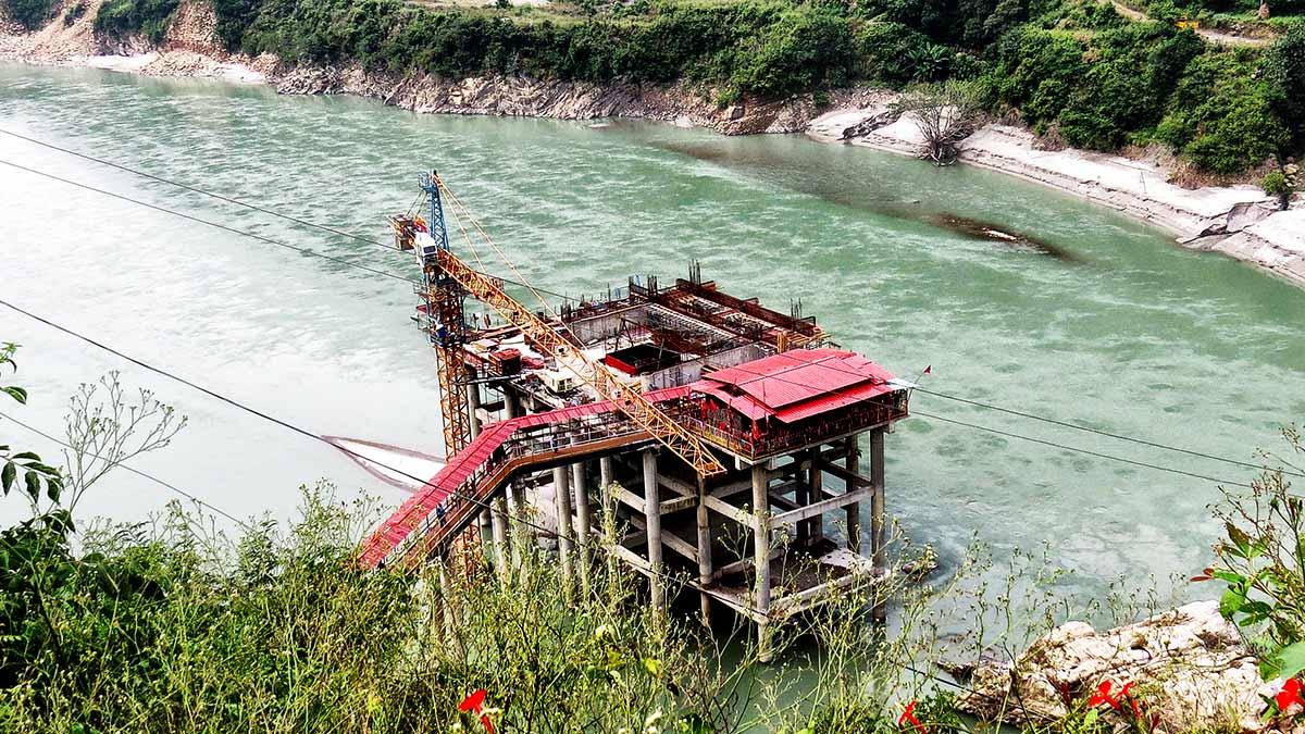 धारी मंदिर अलखनंदा नदी के बीचोबीच : श्रीनगर (गढ़वाल )