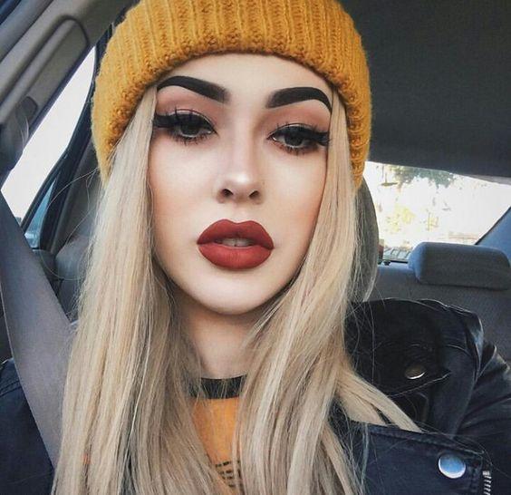 Fotos Tumblr é cada vez mais tendência entre todos e cada vez mais queremos inspirações, dicas e makes para arrasar nas fotos. Aqui você vai encontrar 5 melhores maquiagens para fotos tumblr sozinha.