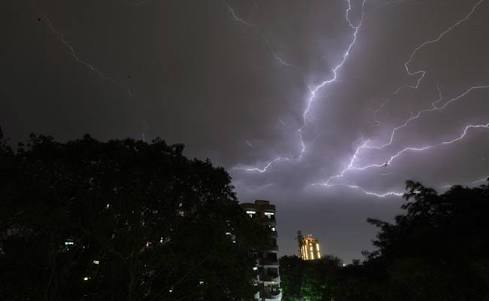 Top 10 tips to What to Do in Thunderstorms type situation || Storm Hit the Capital last Light