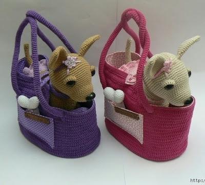 Вязаная собака чихуахуа в сумке